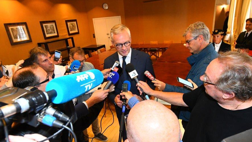 Bruno Le Maire a répondu aux questions des journalistes dans les salons de la préfecture.