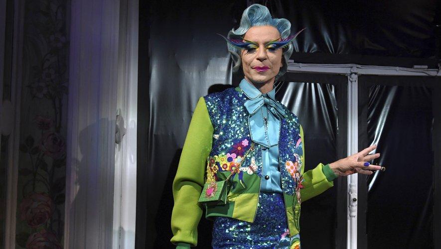 C'est presque une collection théâtrale qu'a livrée Manish Arora pour le printemps-été 2020, faisant la part belle aux couleurs franches, aux sequins, aux imprimés, aux noeuds et autres froufrous. Paris, le 26 septembre 2019.
