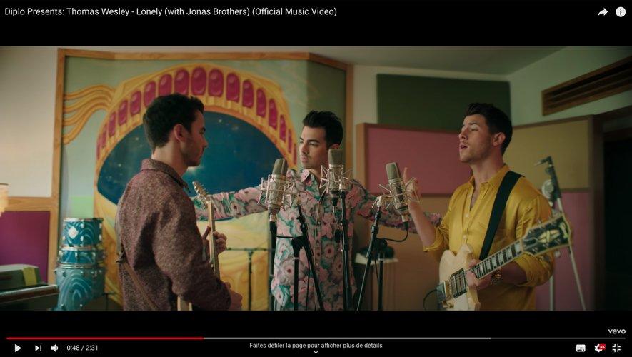 """Diplo et les Jonas Brothers se retrouvent dans le clip de """"Lonely"""""""