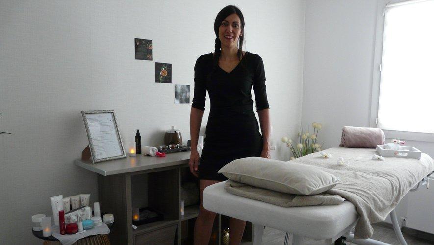 Alexandra Vial dans la salle dédiée de son domicile.