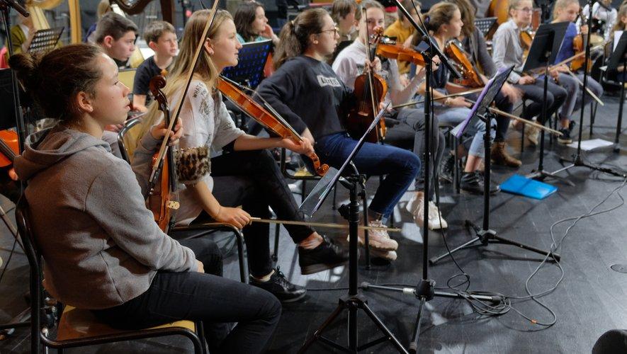Les jeunes musiciens lors de leur 1re répétition de la saison ce lundi.