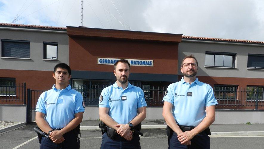 Le lieutenant Depardieu, entouré de l'adjudant-chef Jarry et du GAV Bassaler.