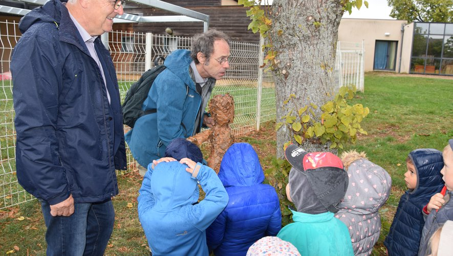 Les enfants ont même adopté un Pheuillu pour apprendreà (se) connaître.