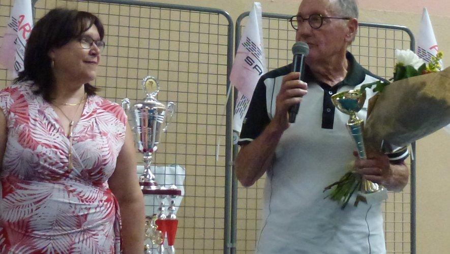 Roger Lajoie-Mazenc sur le podium en qualité de doyen du championnat de France des élus.