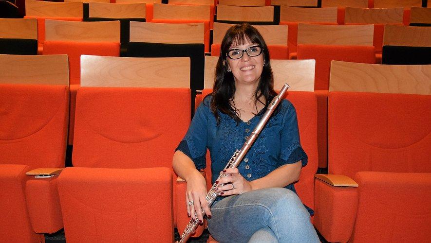 Pour la première fois depuis qu'elle a quitté Rodez en 2011, pour s'installer au Brésil, Adeline Stervinou a repoussé, vendredi, les portes du Conservatoire et elle a donné, avec son mari brésilien Marco Tolédo et un ami québécois Mikael Francoeur, un concert dans un auditorium qu'elle a longtemps fréquenté comme élève et où elle a beaucoup appris avec Jean-François Simoine. Elle est aujourd'hui musicienne, enseignante, chercheuse et docteur en musicologie.Rui Dos Santos