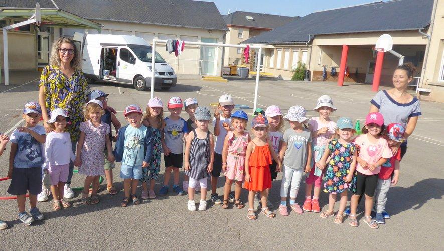 Les 3 à 5 ans dans la cour de l'école Jean-Boudou.