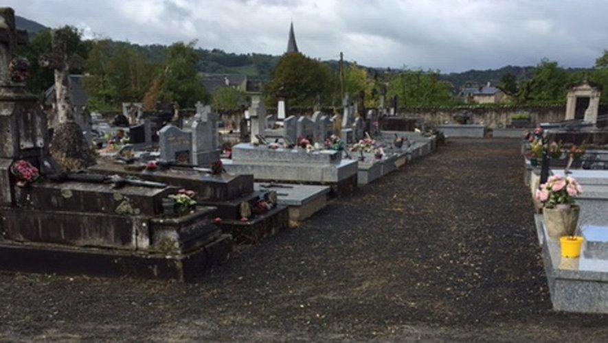 L'engazonnement du cimetière est en cours