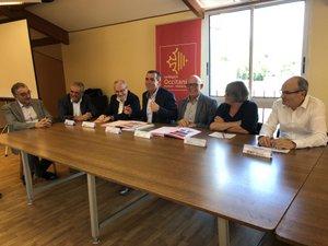 Les maires, les représentants de la Région, du département et du PETR réunis à Viviez/Photo MCB