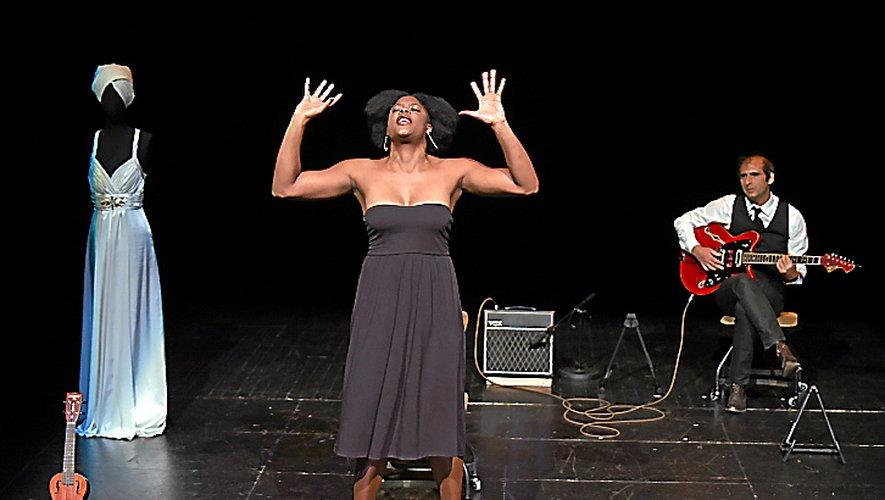 D'un côté la star Nina Simone, de l'autre Ludmilla, comédienne et chanteuse.