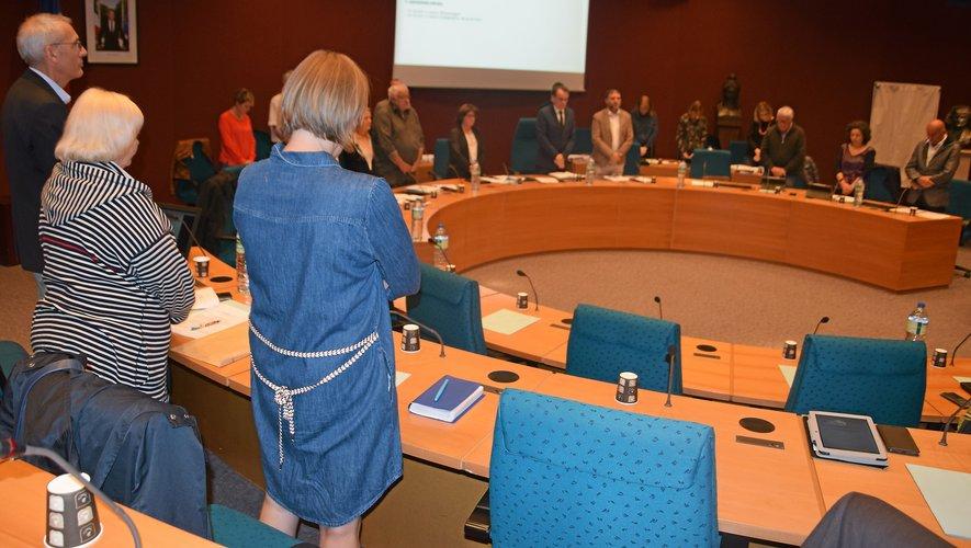 Les élus ont observé une minute de silence en mémoire du président J. Chirac.