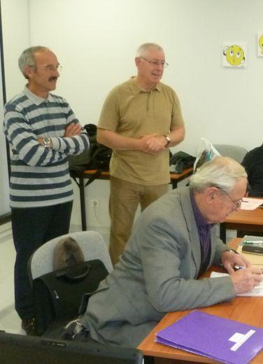 Le président club des aînés, Simon Laurens et les professeurs Pierre Remise et Marcel Virion.