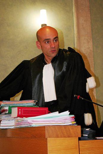 Pour l'avocat général,  Chérif Chabbi, l'accusé est  « une gueule cassée des temps modernes ».