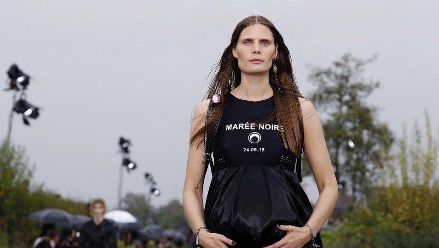 """Marine Serre présente une collection engagée, """"Marée Noire"""", avec des vêtements en upcycling. Paris, le 24 septembre 2019."""