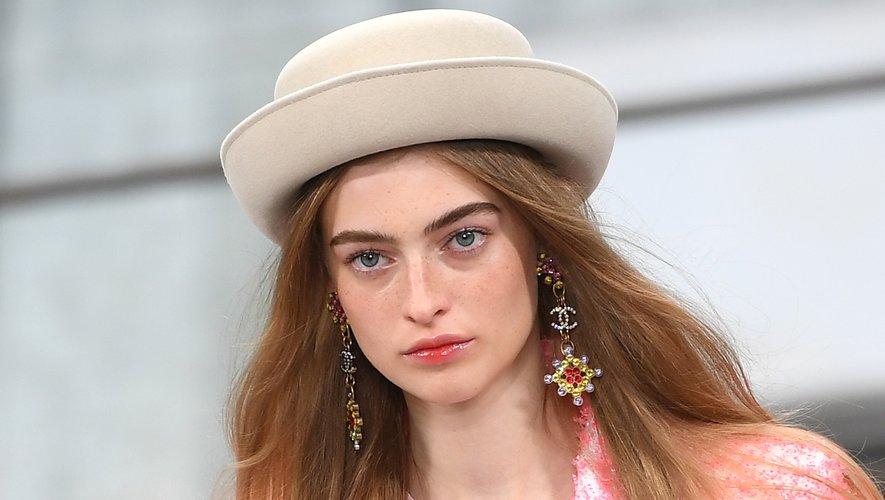Une touche discrète de couleur sur les lèvres chez Chanel