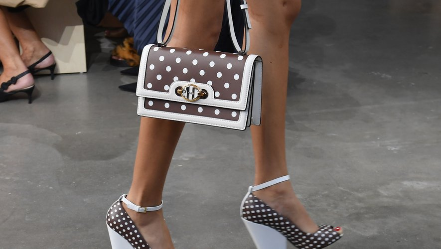 Les sacs et sandales à pois assortis chez Michael Kors Collection. New York, le 11 septembre 2019.