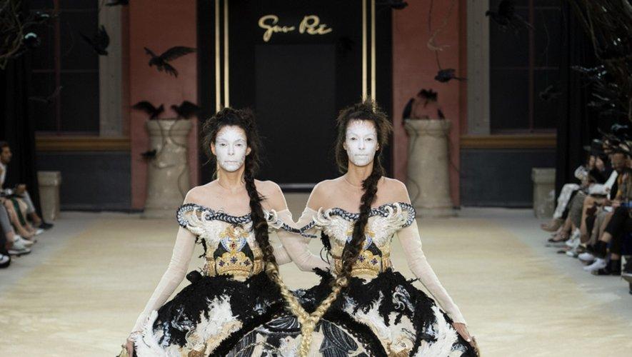 """Guo Pei présentera son premier défilé au Royaume-Uni pour célébrer le 20ème anniversaire de la série de présentations """"Fashion in Motion"""" au Victoria &Albert Museum"""