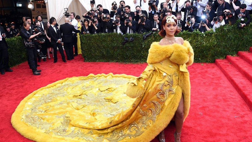 Rihanna arbore une robe Gup Pei lors du Gala du Met de 2015