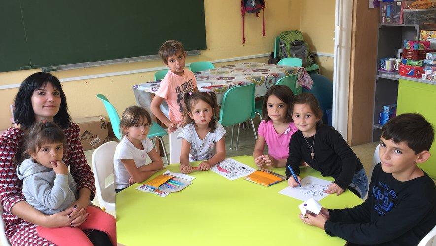 Les enfants du centre de loisirs, toujours bien encadrés, alternent les activités ludiques et culturelles.