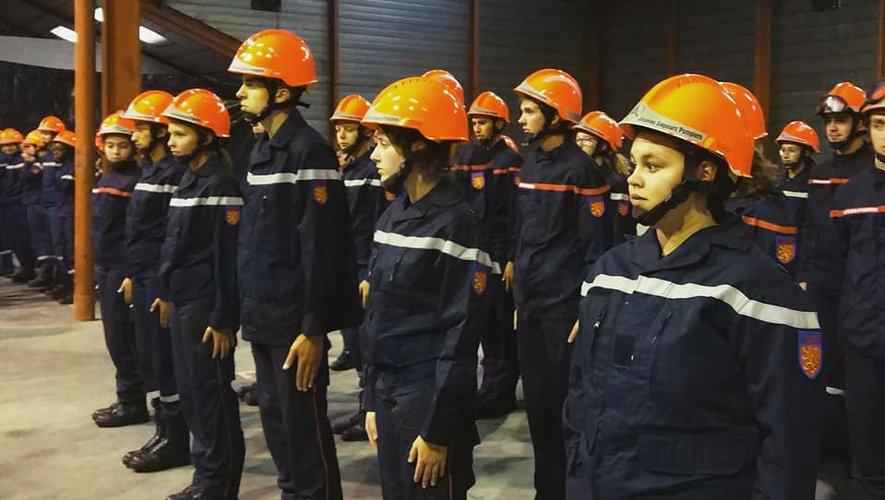 Une cérémonie solennelle pour ceux que l'on surnomme « casque orange »