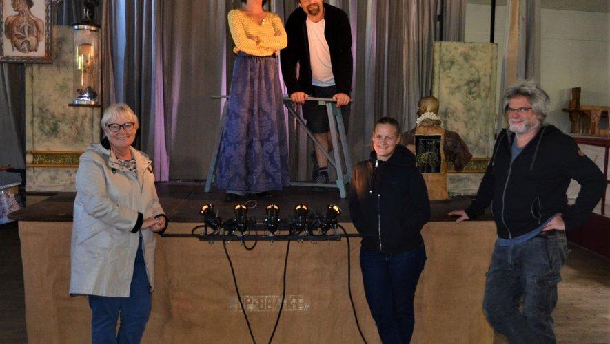La troupe au travail à Pont-les-Bains pour la finalisation du spectacle aux côtés de Sophie Fraissine (à gauche sur la photo), présidente de Vallon de Culture.