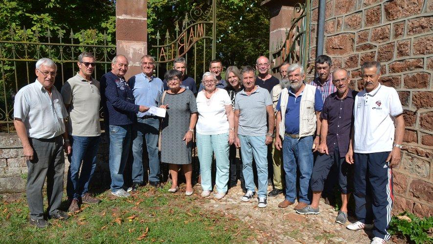Remise du chèque de participation pour la rénovation de la toiture de la chapelle.