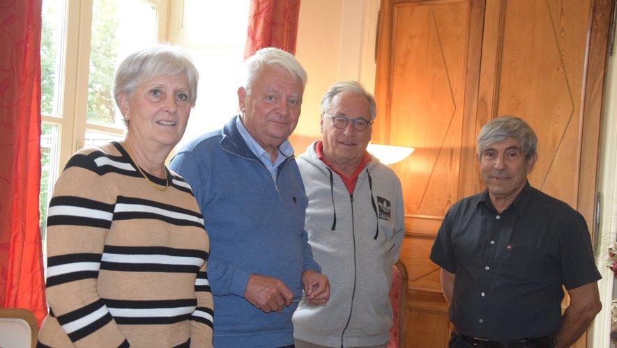 Hervé Ladsous, deuxième à gauche, part en campagne, entouré des actuels conseillers d'opposition.