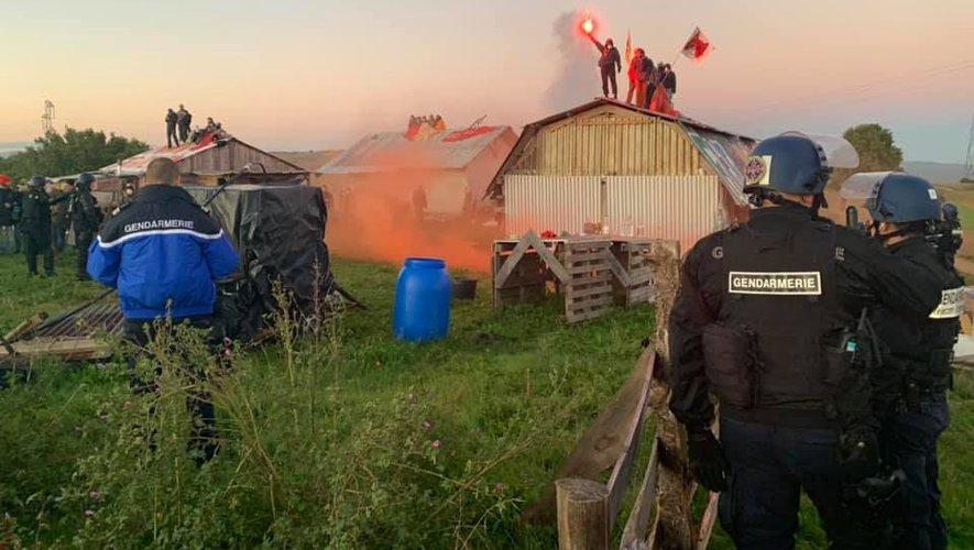 Les militants ont défendu le site de l'Amassada avant d'être expulsés.