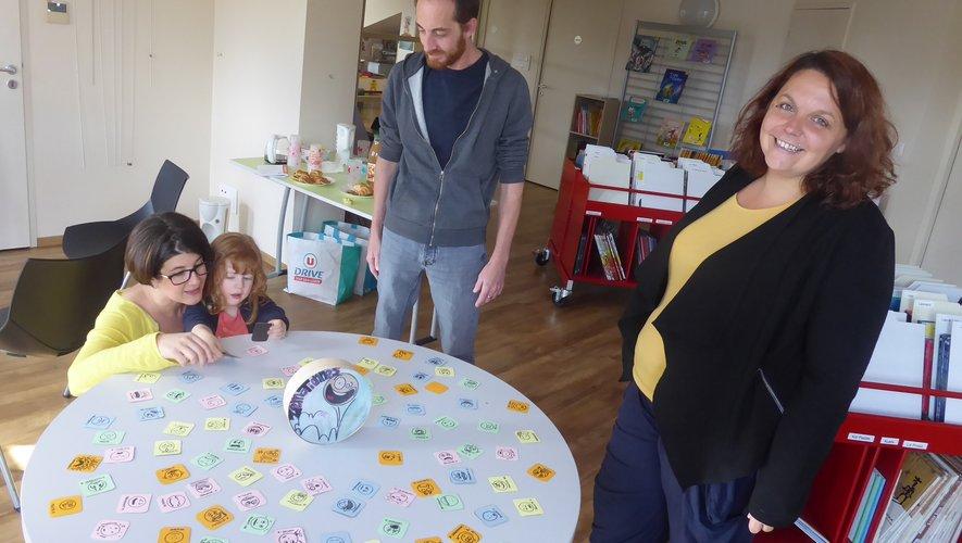 Madilyn et ses parents aux côtés de Vanessa.