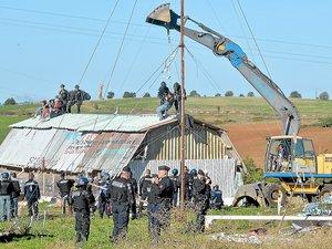 Les pelles mécaniques ont fait table rase du site défendu par les militants de l'Amassada.
