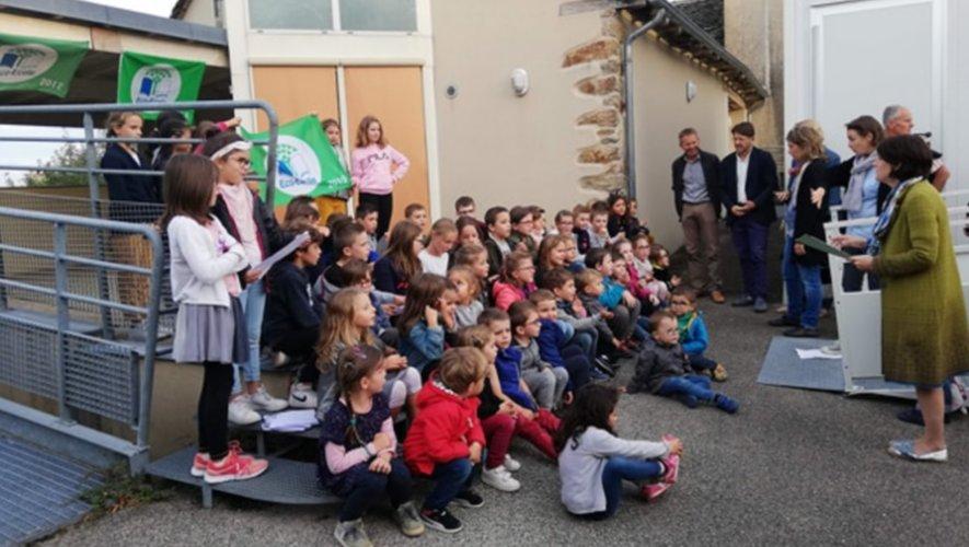 Les écoliers de l'école publique de Lavernhe-de-Manhac.
