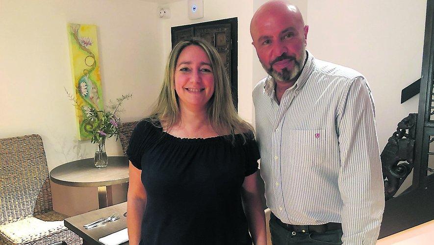 Anna Gomeni, propriétaire de Longcol, et son maître d'hôtel, Philippe Ohayoun.