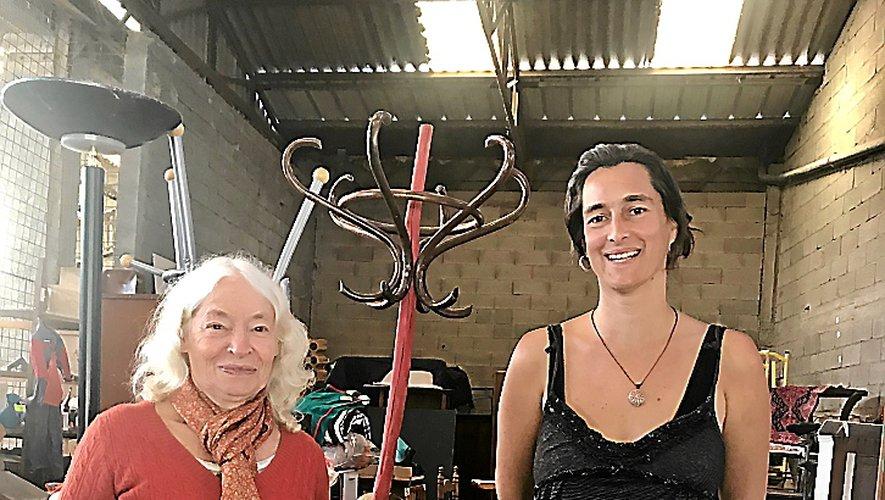 Claire Bertrand et Alexandra Néron, dans le local de l'association.