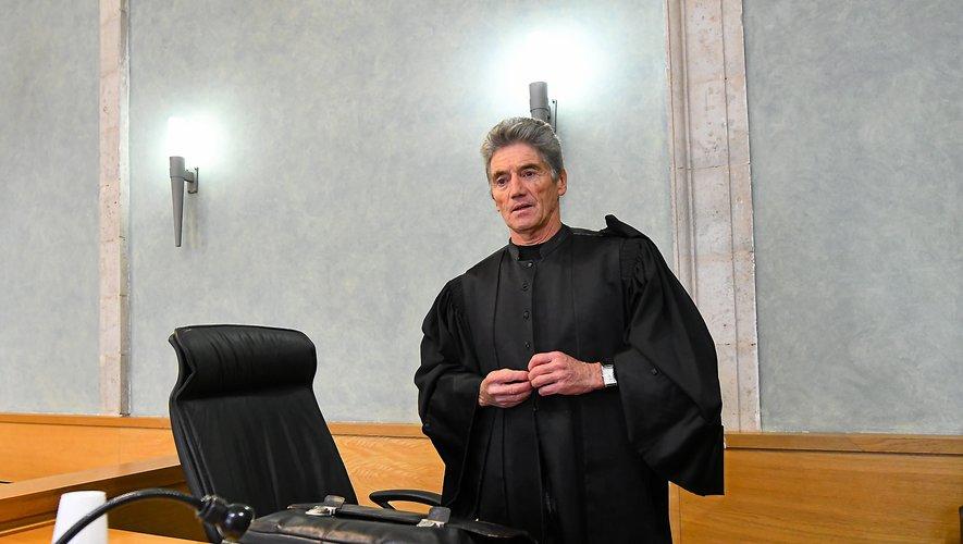Pour l'avocat général, Bernard Salvador, l'accusé « se moque du monde ».