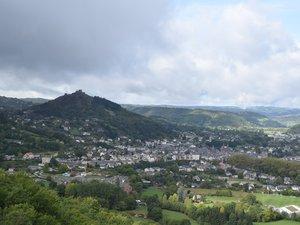 Le château de Calmont d'Olt offre une vue imprenable pour découvrir les paysages.