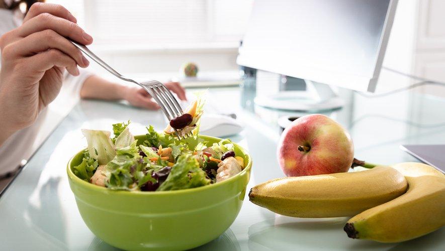 """Un tiers des sondés (33%) serait favorables à la mise en place d'une alimentation plus """"saine"""" sur leur lieu de travail."""