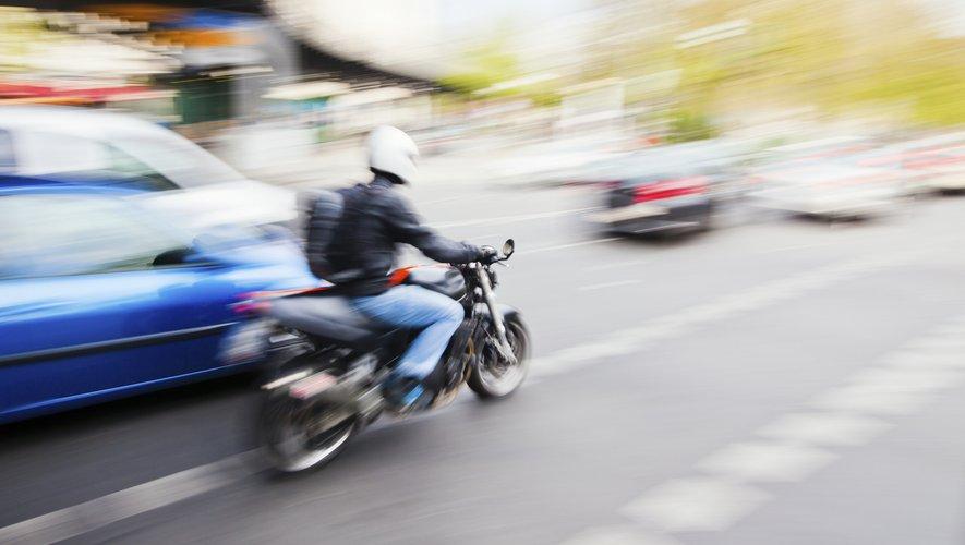 Bien que 90% des motards urbains portaient un casque, ces derniers présentaient un risque plus élevé de traumatisme crânien que les conducteurs de motos tout-terrain.
