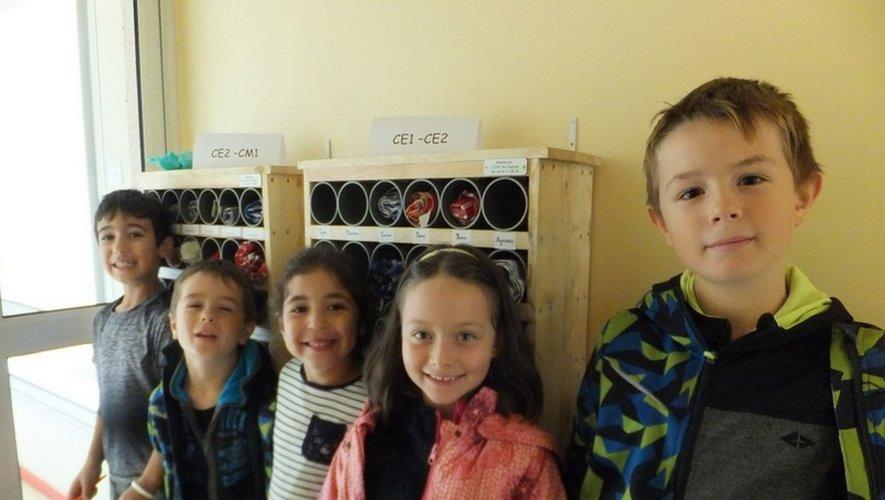 Casiers à serviettes à l'école Marcel-Pagnol.