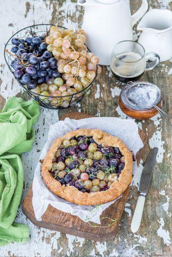 Tarte sucrée thym et raisins de nos régions