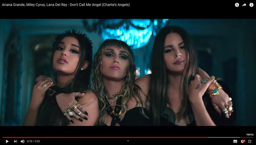 """Ariana Grande partage l'affiche avec Miley Cyrus et Lana Del Rey sur le titre """"Don't Call Me Angel""""."""