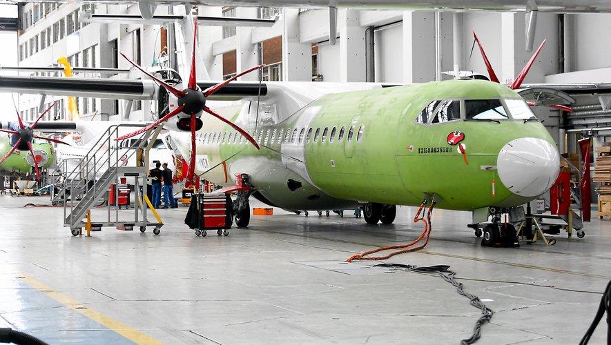 Le secteur de l'aérospatiale, ici dans les ateliers d'ATR, à Toulouse, tire l'économie régionale vers le haut.