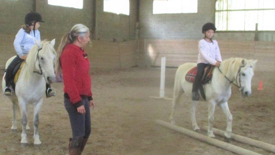 Un cours d'équitation.