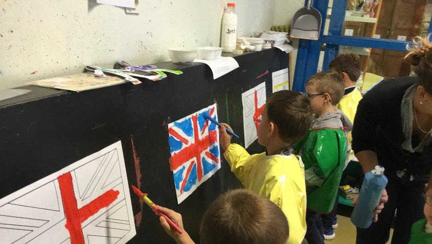 Un atelier de dessin de drapeaux européens.
