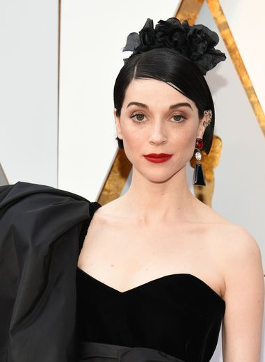 "St. Vincent a sorti la première version de ""Masseduction"" en 2017."