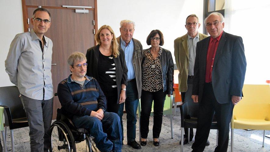 Les bénévoles du Téléthon encadrés par Michel Allaux, le coordinateur départemental et Xavier Nissan, directeur de recherche.