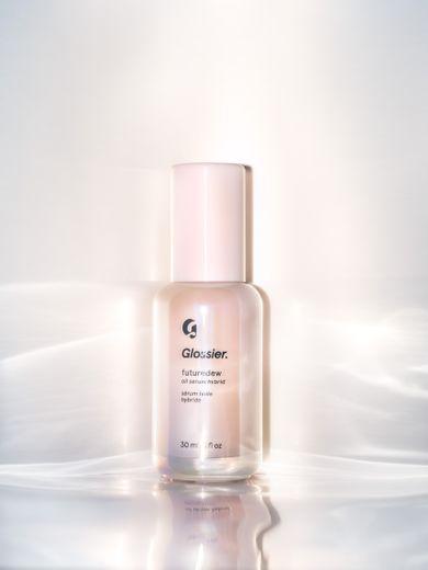 """Glossier commercialise un sérum lumineux appelé """"Futuredew"""" au prix de 26€ (30ml)"""