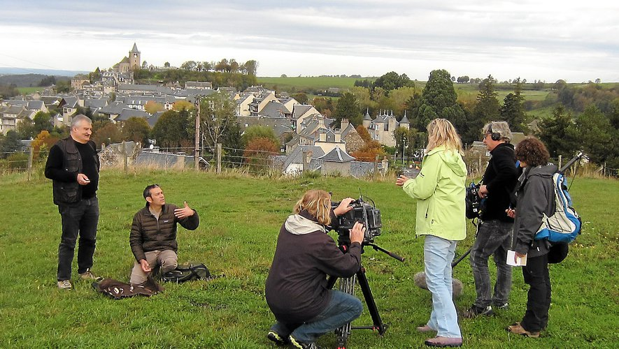 Christian Lemasson, à gauche, lors d'un tournage sur les hauteurs de Laguiole.