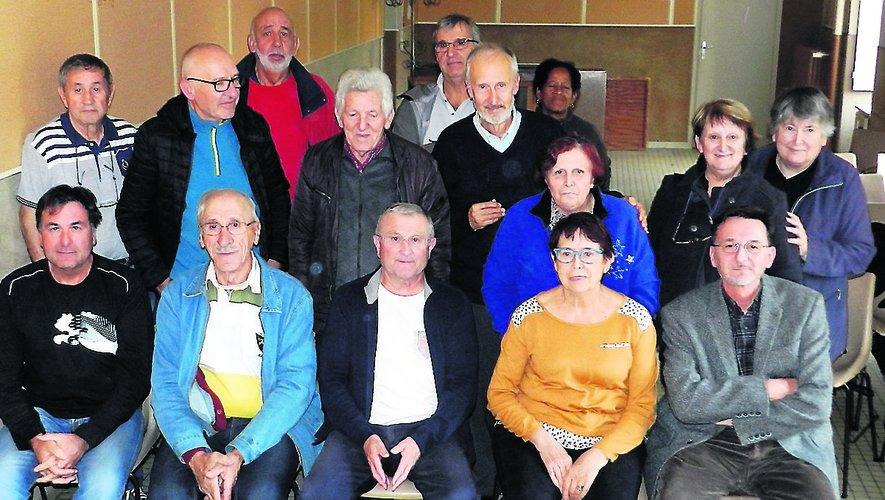 Un groupe d'une quinzaine de bénévoles, dont deux nouveaux,deux jeunes retraités