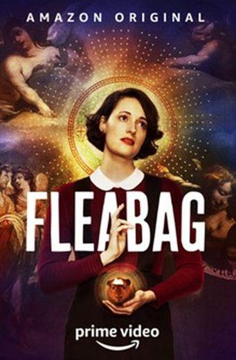"""Nombre de Britanniques veulent s'habiller comme leurs héros, si bien que les ventes de combinaisons noires de """"Fleabag"""" ou de casquettes rétro de """"Peaky Blinders"""" explosent au Royaume-Uni"""