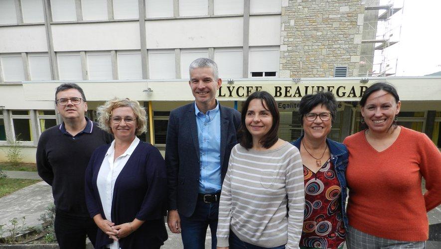 L'équipe de direction de Beauregard. De gauche à droite : Patrick Pezet, directeur de l'atelier technologique, Stéphanie Bayol, responsable du CFA, Laurent Boreill, directeur de l'EPL, Barbara Salingardes, directrice adjointe de l'EPL, Josiane Pradel, secrétaire générale de l'EPL, Élisabeth Astruc, CPE.