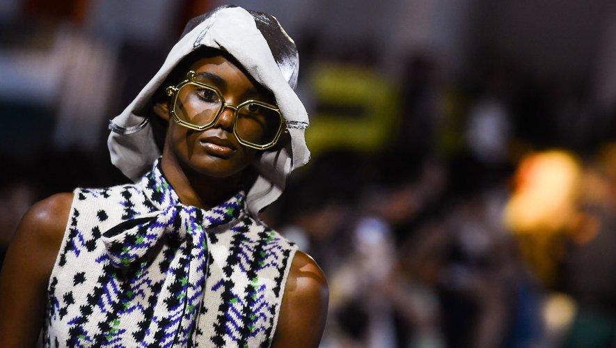 Prada présentera sa collection Croisière 2021 au Japon. Ci-dessus un look issu de la collection printemps-été 2020 de la maison italienne, présenté à Milan, le 18 septembre 2019.